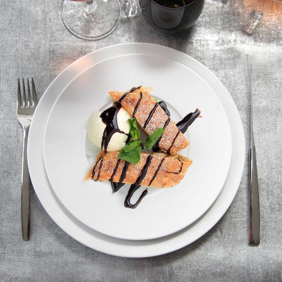 assiette dessert design en porcelaine vaisselle chic. Black Bedroom Furniture Sets. Home Design Ideas
