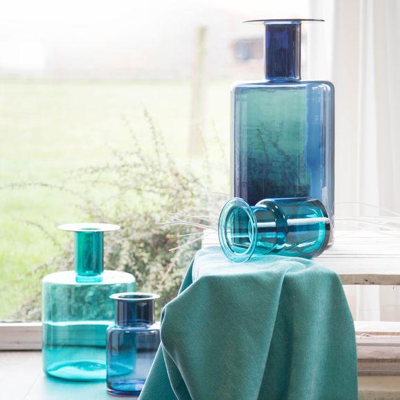 vase design en verre bleu 50cm objets d co tendance. Black Bedroom Furniture Sets. Home Design Ideas
