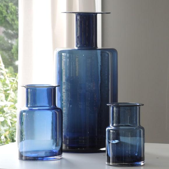 Vase design en verre bleu marine 20cm objets d co for Objet deco bleu