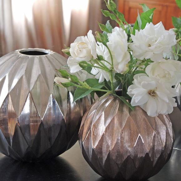 vase boule d cor origami en m tal couleur argent 20cm bruno evrard. Black Bedroom Furniture Sets. Home Design Ideas